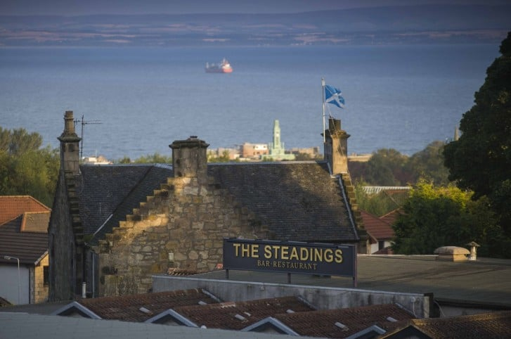 The Steadings has re-opened in Kirkcaldy after a complete refit. Bar manager Alan Finnegan and partners toasts the new look bar and restaurant. picture by Alex Hewitt alex.hewitt@gmail.com 07789 871 540